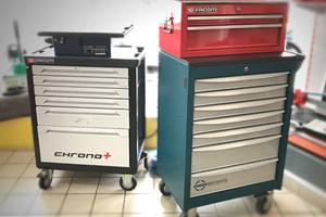 Rangements d'outils - Boîtes, caisses, sacs, servantes & roulantes - Établis pliants - Rails & crochets de rangement - Armoires & vestiaires - Poubelles & bacs à ordures - Treuils & palans - Étaux & enclumes - Batteries - Balances - Produits d'entretien (graisses, lubrifiants, dégrippants) - Eclairage d'atelier (réglettes, projecteurs) - Rallonges électriques & enrouleurs
