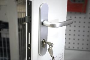 Poignées - Serrures & cylindres de serrure - Verrous & targettes - Ferme-portes & entrebâilleurs - Charnières - Butées de porte - Accessoires de sécurité